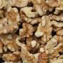 Walnut-Halfs-And-Pieces-Close-Up